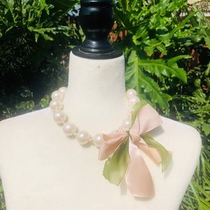 Large Pearl Vintage Bows Necklace